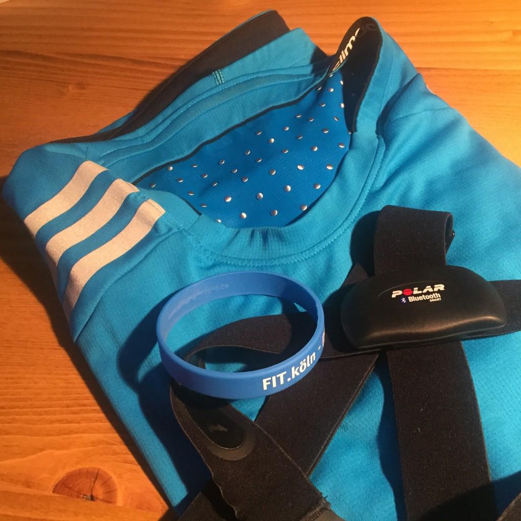 Das blaue fit.Köln-Armband liegt fürs Training bereit