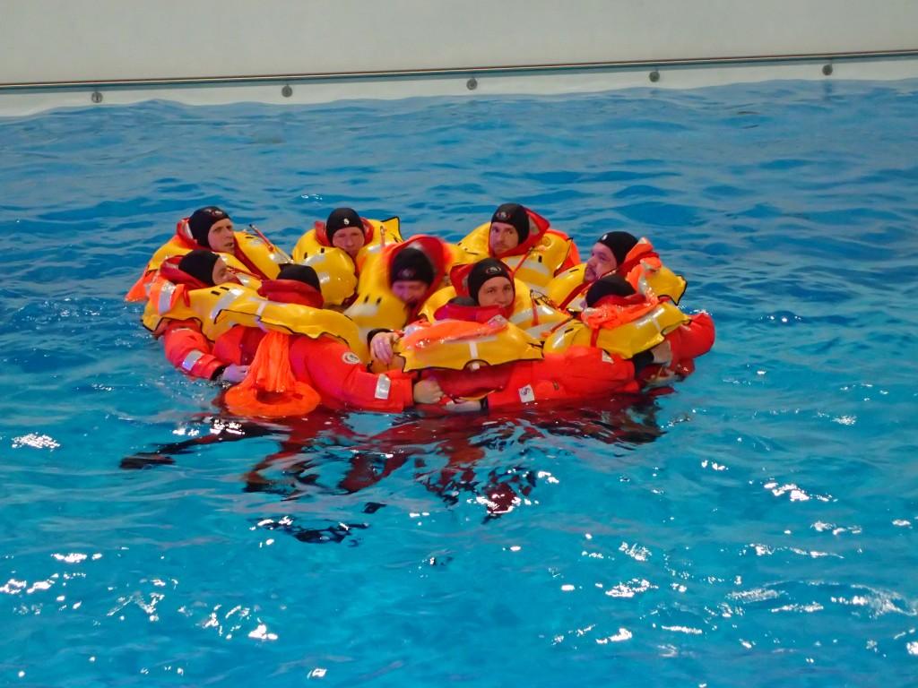 Schwimmer gemeinsam im Wasser, einfachmalraus.net